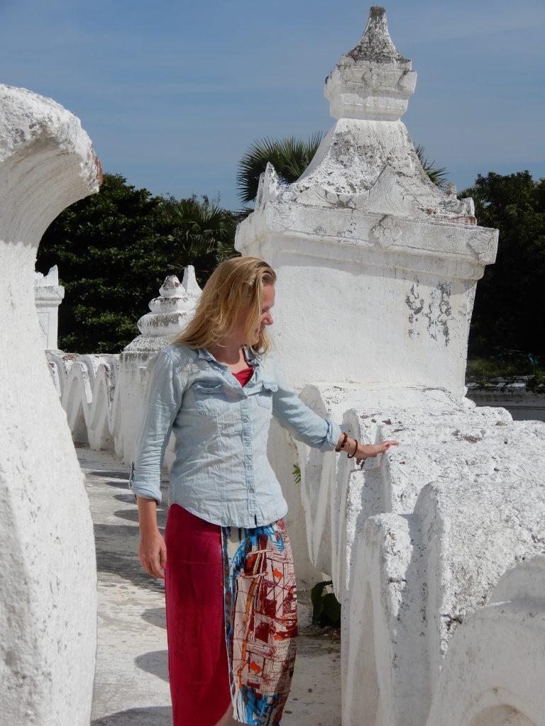 Packing list Myanmar - scarf, long dress, tshirt
